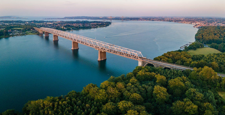 Alte und neue kleine Belt Brücke Lillebæltsbroen in Dänemark